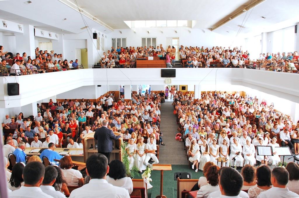 3. Foto - toata biserica, fr Candreanu_editat